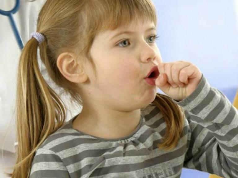 Сильный кашель у ребенка без температуры, как лечить