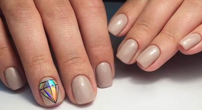 Каковы достоинства и недостатки накладных ногтей
