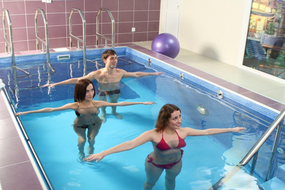 Зарядка в бассейне