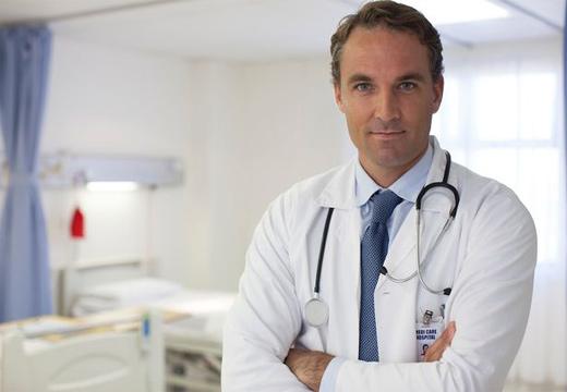 доктор в больнице