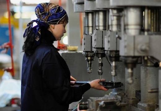 женщина на заводе