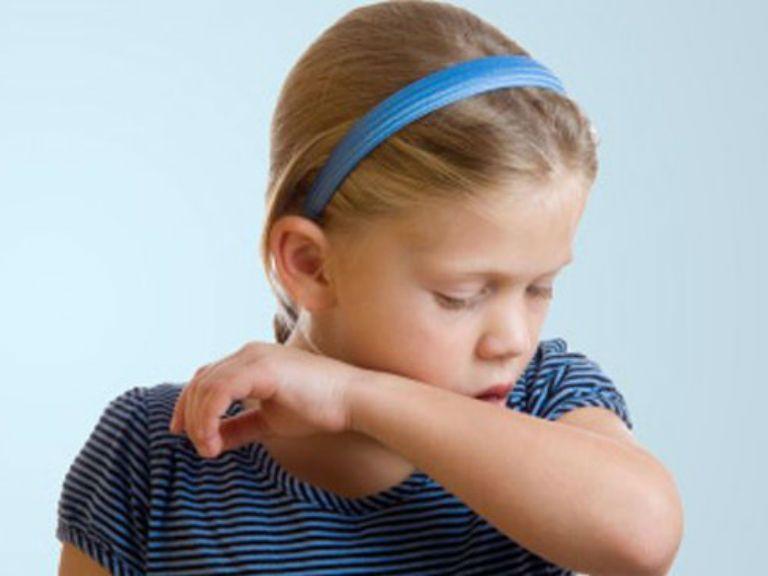 Мокрый кашель у ребенка без температуры, чем лечить
