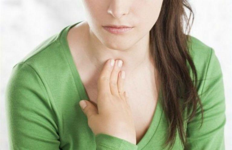 Кашель при щитовидке, симптомы и лечение