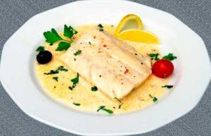 Блюдо судак в молочном соусе в тарелке картинка
