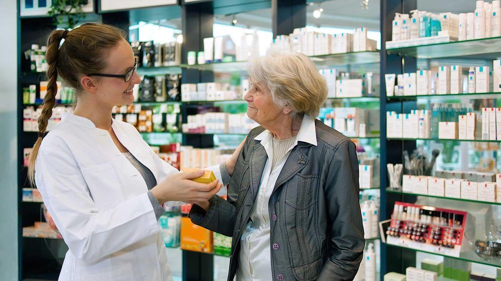 Человек в аптеке