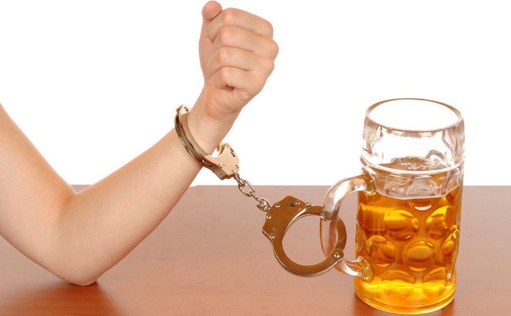 Почему некоторые люди становятся алкоголиками