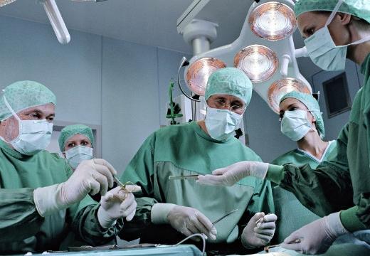 доктора на операции