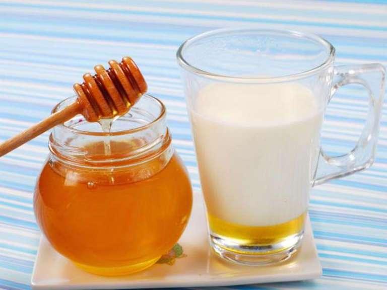 Молоко с медом и маслом от кашля, рецепт
