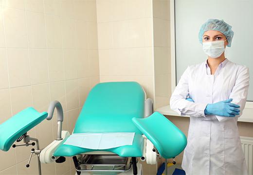 врач и кресло