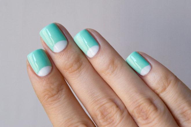 Бирюзовое покрытие для коротко стриженых ногтей