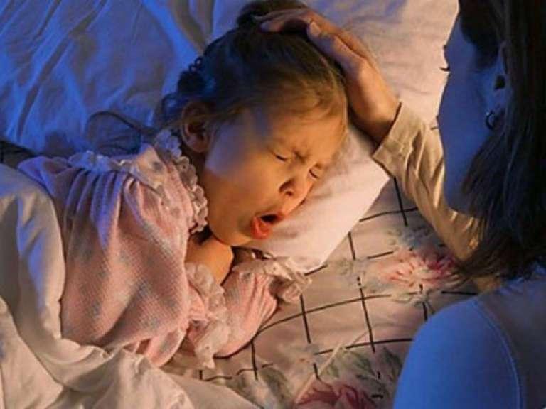 Лающий кашель у ребёнка без температуры, чем лечить