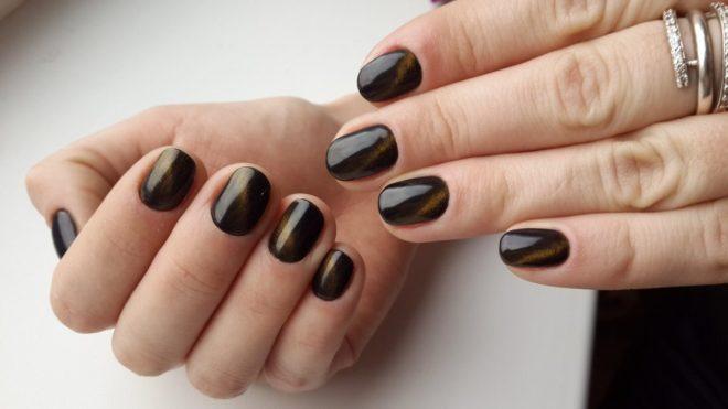 Темный шеллак на короткие ногти фото